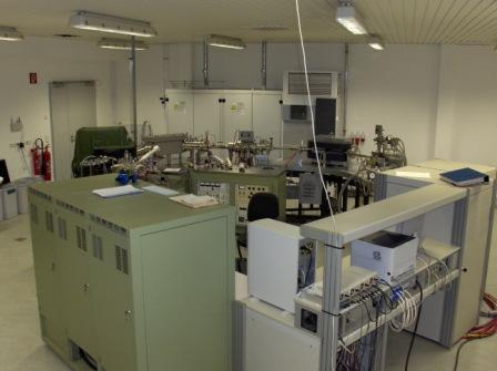 VG ZAB-HF-2F/AMD 604 Four-Sector Mass Spectrometer